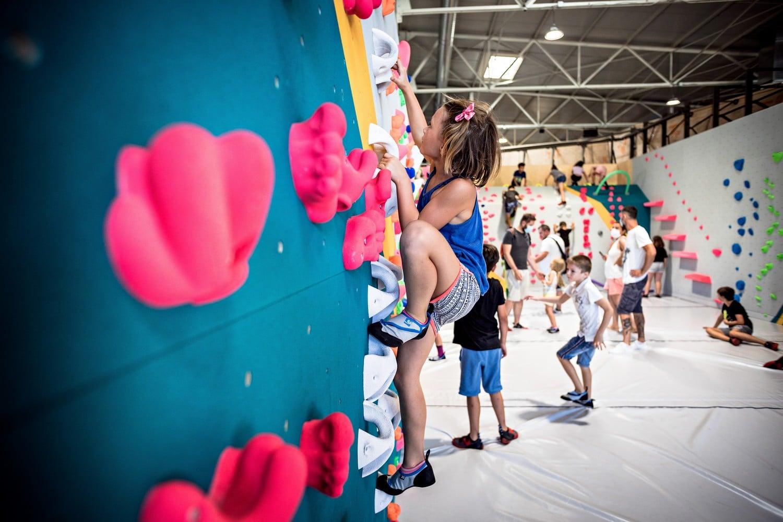 stages d'escalade pour enfants pendant les vacances de la Toussaint dans votre salle d'escalade Vertical'Art