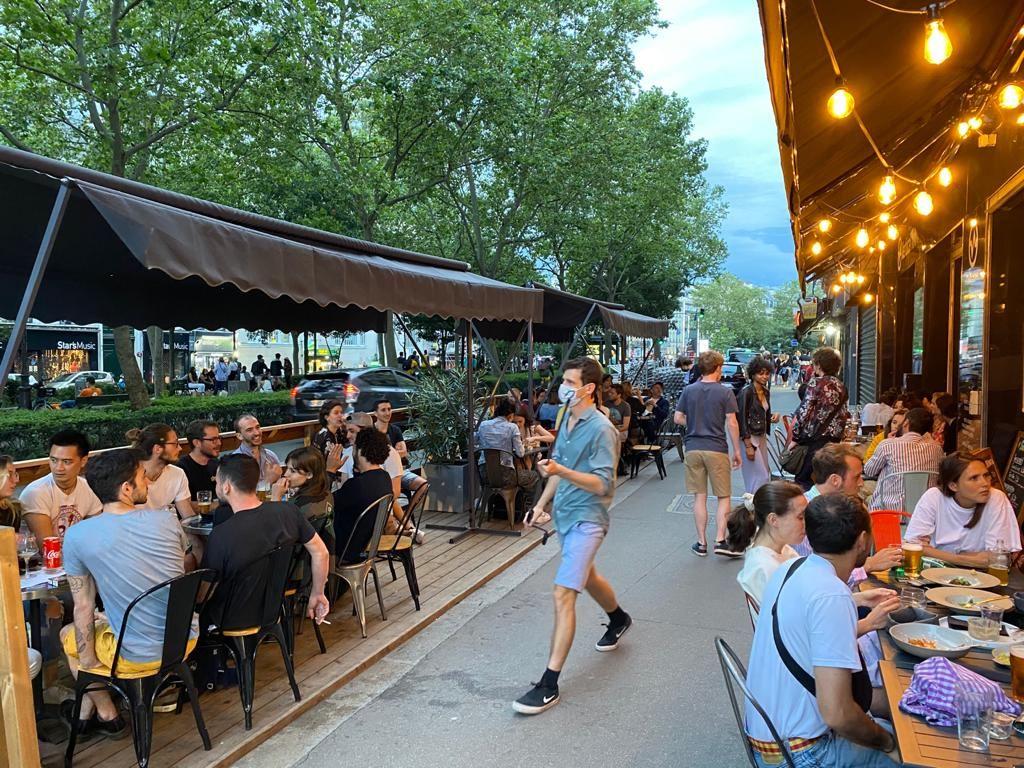 restaurant, bar pigalle - salle d'escalade de bloc à Vertical'Art pigalle, Escalade Paris